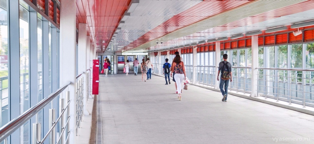 Строительство двух надземных пешеходных переходов через МЦК началось в  столице