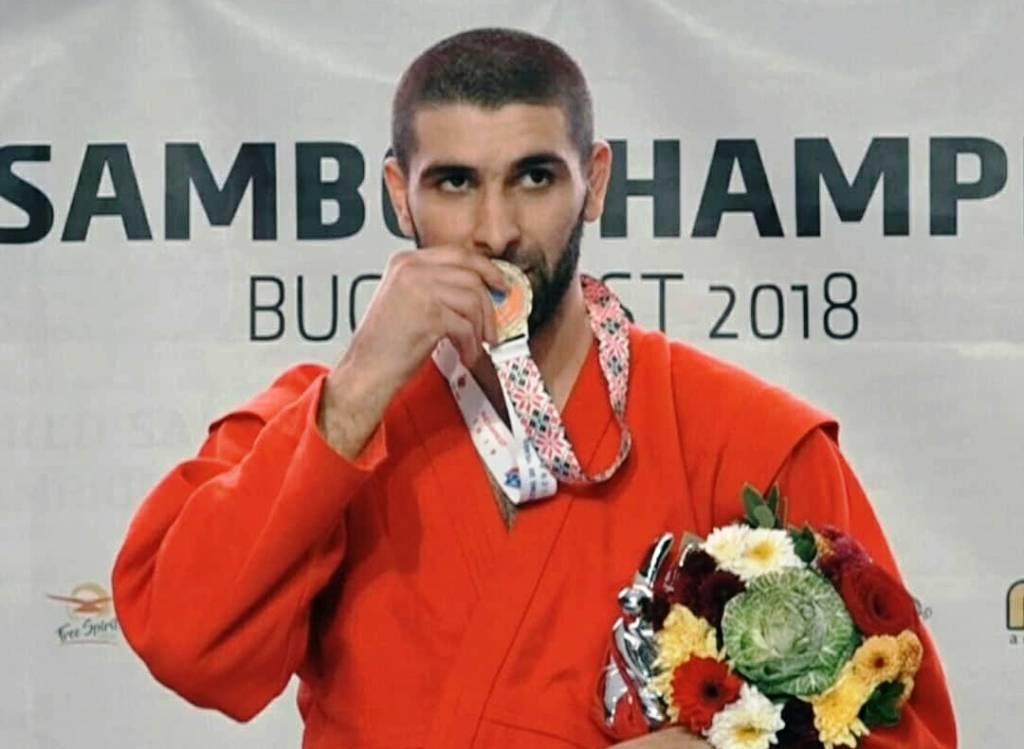 Самбисты ЮЗАО завоевали 4 золота и бронзы на Чемпионате мира