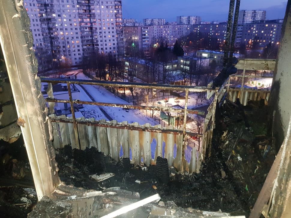 В Ясеневе при тушении огня пожарные эвакуировали 10 человек