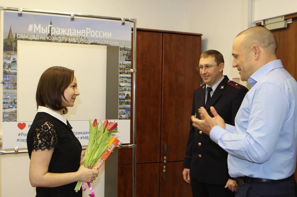 Юным жительницам Ясенева вручили паспорта