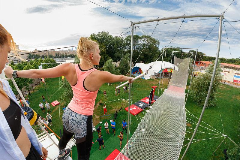 В Парке Горького выступят профессиональные акробаты и ученики школы школы воздушной гимнастики